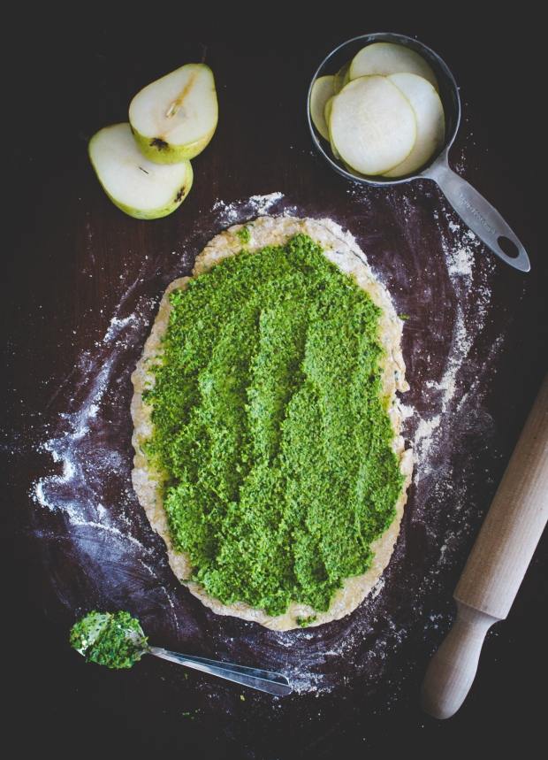 Green Pear Flatbread Pizza | plantcrush.co