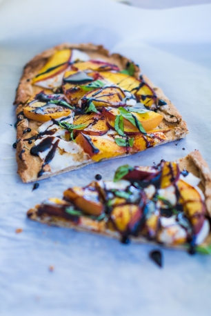 Summer Farewell Peach Pizza | plantcrush.co